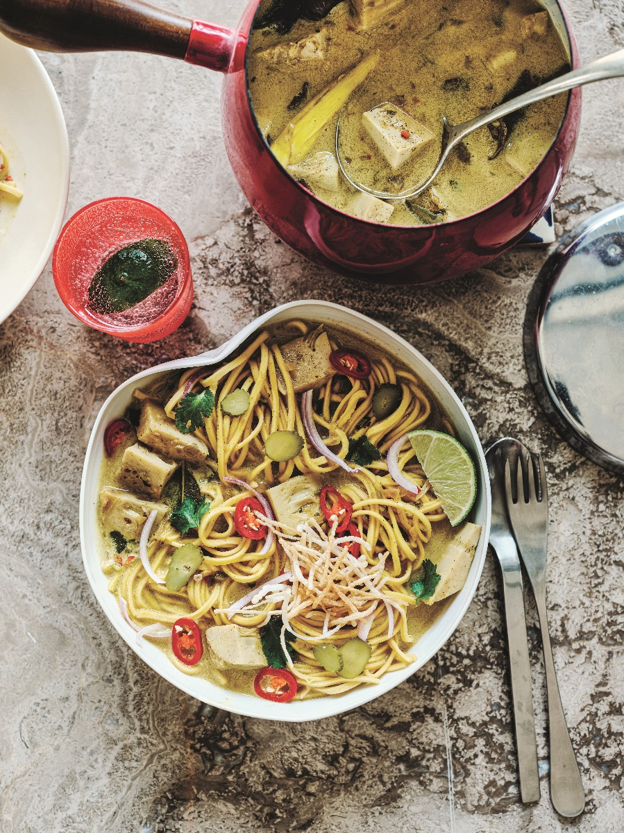 Khao Soi vegan curry noodles with green jackfruit in a bowl